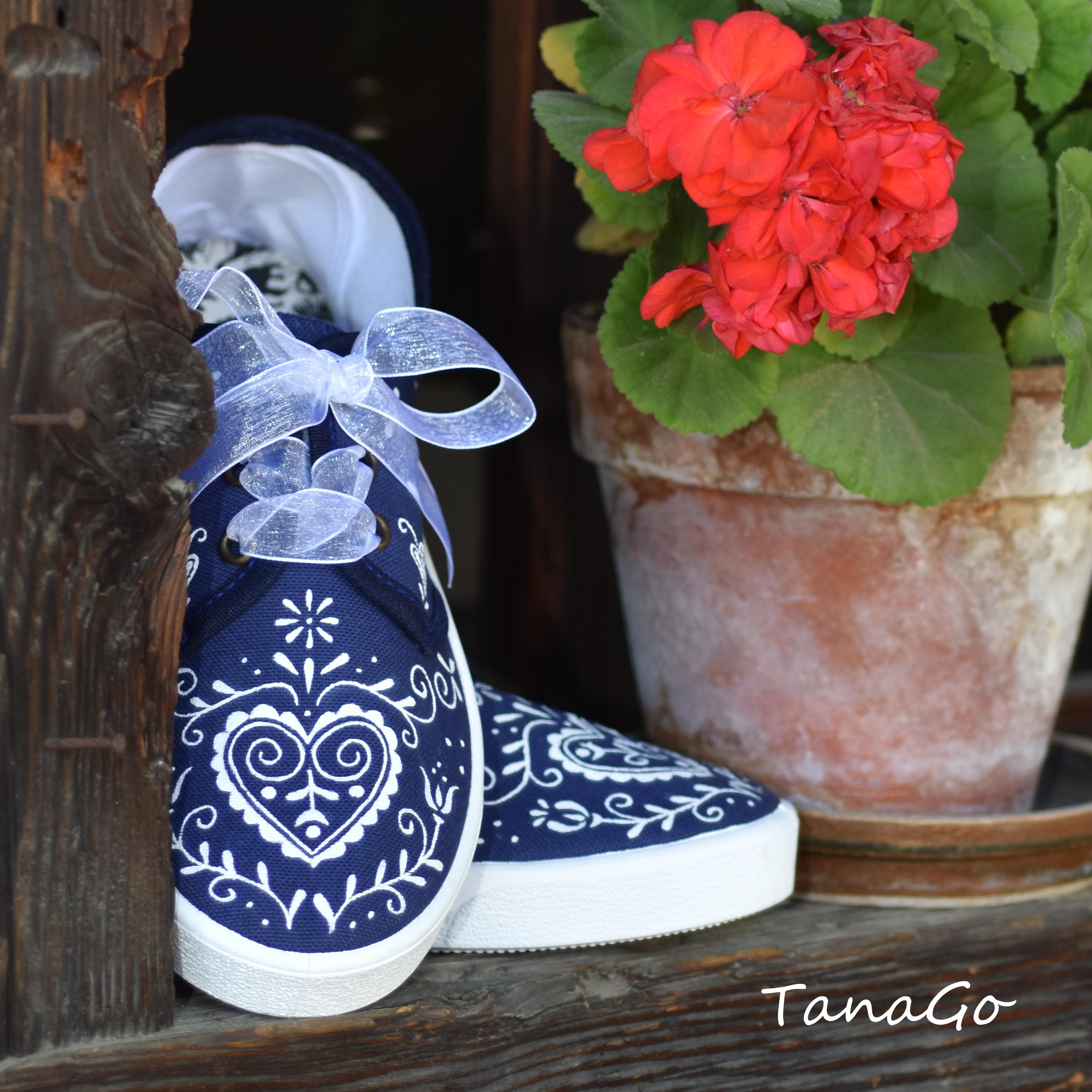 4ffc5fef956 Folklorní tenisky Modrotisk | TanaGo - malované boty, svatební ...